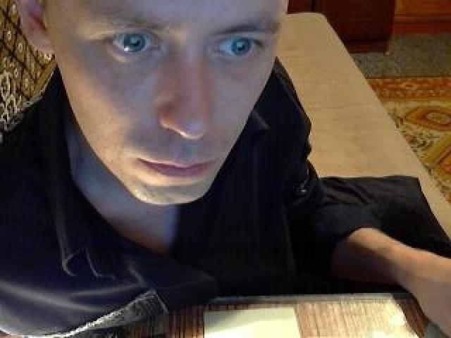 Alintop Live Webcam Male Blue Eyes Caucasian Babe Model Trimmed Pussy