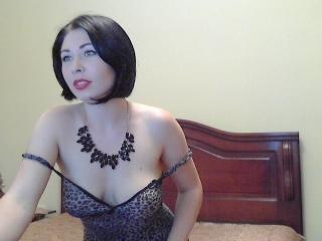 image Model with large tits playing wit 720camscom