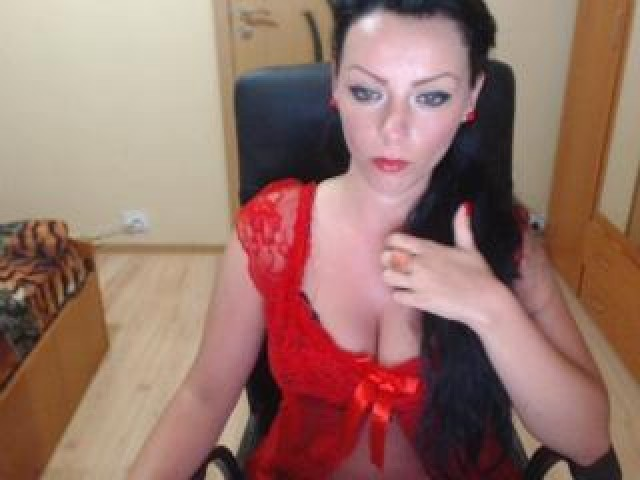 Curvysonia Live Horny Babe Large Tits Tits Webcam Brunette Model