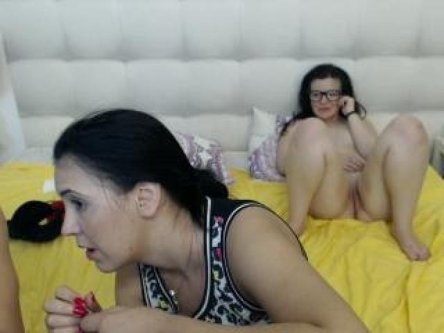 Fuckingtrio Live Caucasian Model Teen Couple Webcam Brunette Pussy