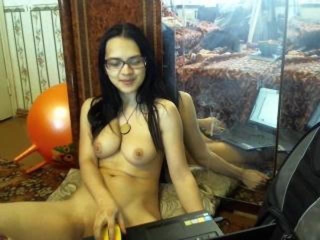 Knopkamimi Live Webcam Female Caucasian Brunette Brown Eyes Model