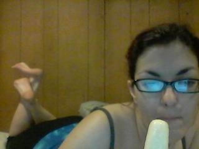 Jonesinslut Live Webcam Brown Eyes Female Caucasian Shaved Pussy