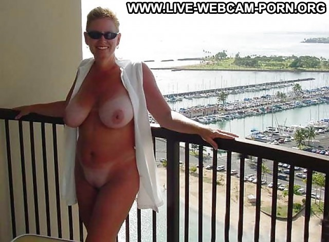 Clorinda Private Pictures Tits Webcam Nipples Boobs Busty Big Boobs